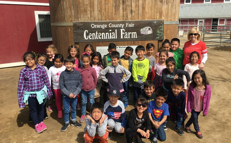 Parkview first graders visit Centennial Farm - article thumnail image